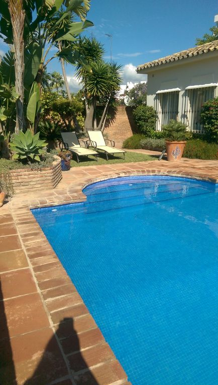 Luxury 4 bedroom villa with private pool overlooking Guadalmina Golf course