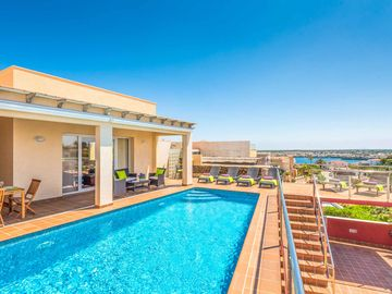 Villa Oratge - stylish villa with lovely views of the harbour! With Wi-Fi & pool