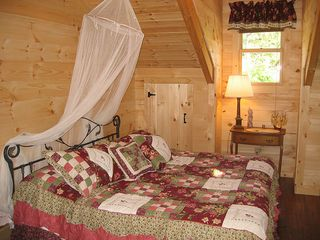 Pine Mountain cabin photo - Upstairs Bedroom (King)