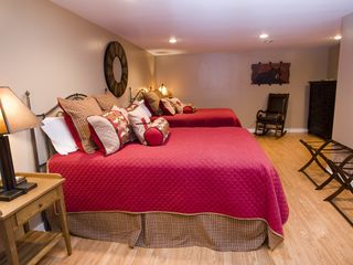 Weaverville lodge photo - Double Queen Guest Bed Room