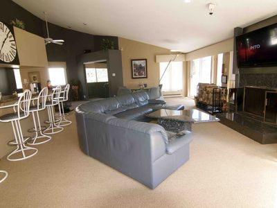 Luxury Ski Condo - 100 Yards from the Chairlift, Great Views.