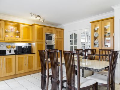 Amazing Home - 6 Bedrooms - Central Location
