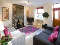 Luxury cottage in Bowness, 5 mins from lake ,dogs welcome, full sky, broadband