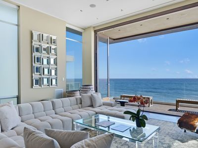 Malibu Modern Beachhouse - Rooftop Deck - On a Private Beach!