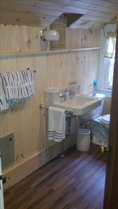 Lake Placid lodge rental - Upstairs bath with shower.