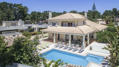 Villa for 10 people, with private pool fenced near the beach.
