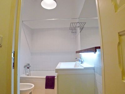 Baixa apartment rental - Social bathroom - with bathtub and showerhead