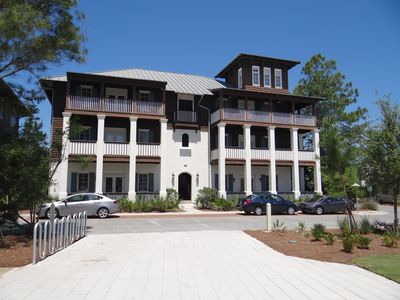 Large Top Floor Flat in Rosemary 2BR/2BA + Cool Bunks