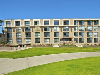 Pacific Beach condo photo - Front view of building