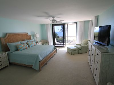 Master bedroom with HD cable and gulf view