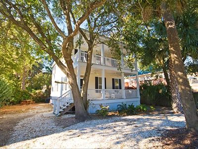 Large yard, plenty of private parking, picnic table, quiet retreat on Tybee!