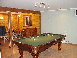 Lower level - Pool table, sauna, rain shower for 2, karaoke - Relax & Enjoy!