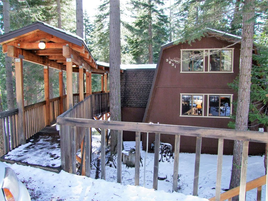 Mann 39 s north shore cabin vrbo for North lake tahoe cabin rentals