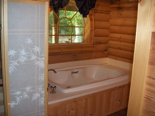 Sherman lodge photo - Master suite jacuzzi