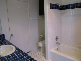 Mission Beach townhome photo - Bathroom #2, with combination shower and tub