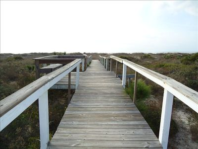 Boardwalk, 2 minute walk to the beach