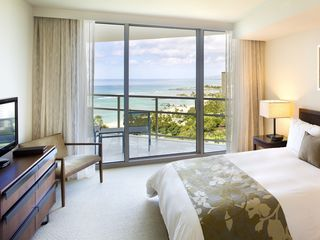 Honolulu condo photo - Bedroom with lanai and en-suite bath. Enjoy the ever-changing sea views