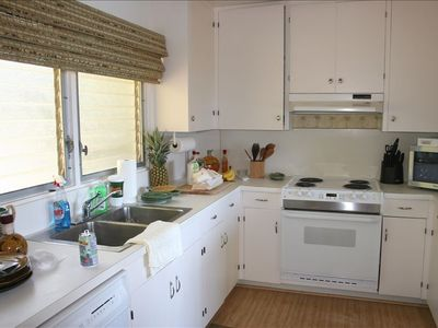 Fully equipped kitchen and appliances.
