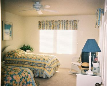 Third bedroom with twin beds