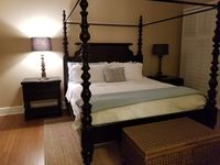 Three King Bedrooms Luxury Condo *Private Balcony With Beach And Lake View*