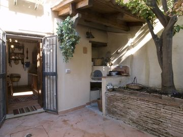 Courtyard & Kitchen entrance (Ciricò)