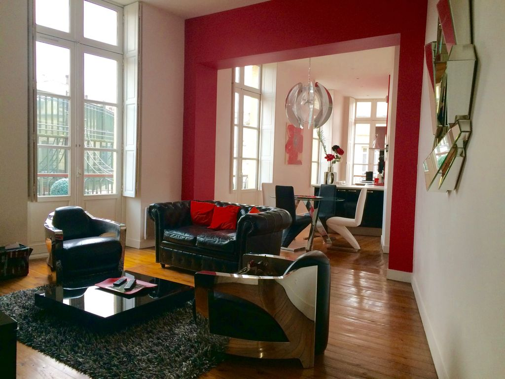Luxueux appartement dans le triangle d 39 or place des for Appartement bordeaux grands hommes