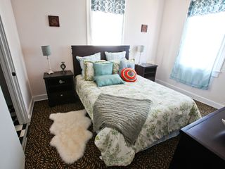 New Orleans apartment photo - 1st Master with Queen bed and en suite bathroom