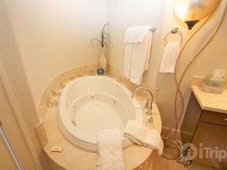 Orange Beach condo photo - Jetted tub in master bathroom