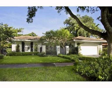 Located on an idyllic street, steps away from UM, Merrick Park and the Biltmore!