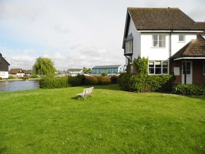 Wherry, 2-bedroom Riverside Cottage On The Banks Of The River Bure, Wroxham