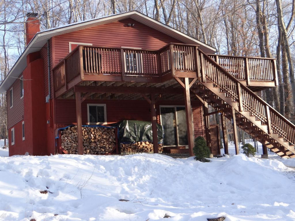 Big bass lake vacation rental vrbo 467916 5 br poconos for Lake cabin rentals pennsylvania