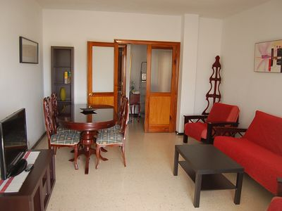 Bright and spacious apartment in the city center. Close to 2 beaches