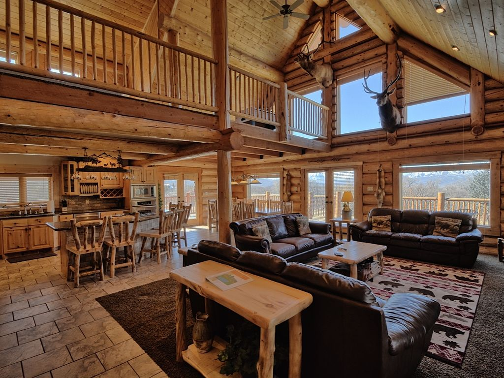 5000 Sq Ft Log Cabin 7 Br Sleeps Up To 40 Vrbo