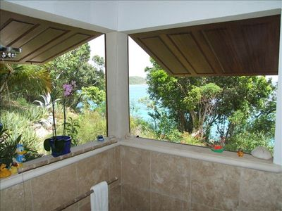 Island showers - beautiful views of gardens and ocean