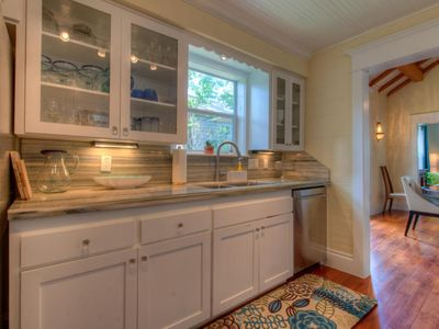 Kitchen has all the modern amenities