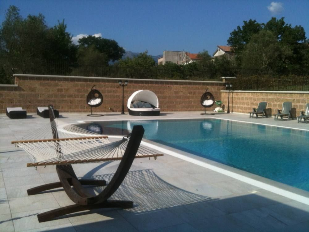 La taverna rustic cottage villa with luxury apartment large homeaway for Luxury cottages with swimming pools in uk