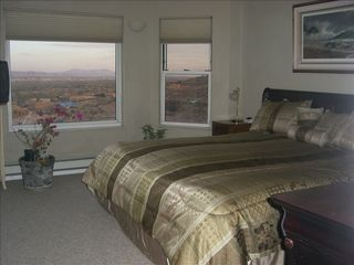 Albuquerque house photo - Master bedroom with king bed and awesome view!