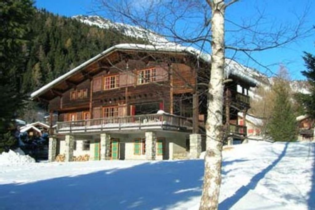 VERY LARGE AND COMFORTABLE CHALET