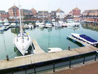 Fabulously Located Marina Apartment - Superb Waterside Views