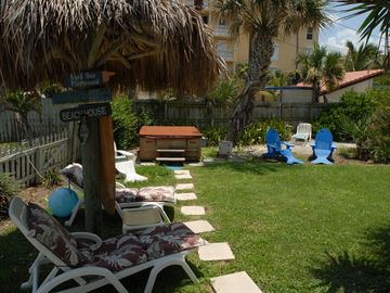#2 BeachHouse-Private Hot Tub, Tiki Bar, Tiki Hut, 2 Grills, Patio for 15 guests