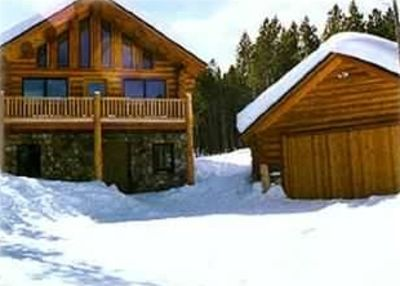 Custon Ski-in/Ski-out Log Home with detached Log Garage