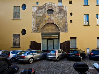 Bologna apartment photo - The Renaissance-style Courtyard (no cars at night!).