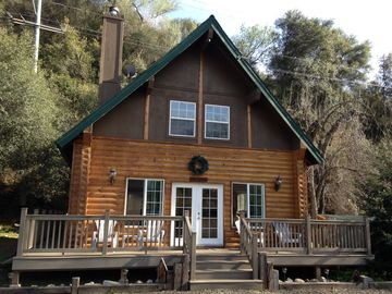 Three Rivers cabin rental - Front of cabin.