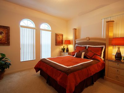 Second master bedroom with queen bed, flat-screen HD TV and luxury en-suite.