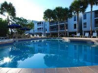 The Beautiful Cove - Luxury 2 bed 2 bath apartment close to beach and amenities