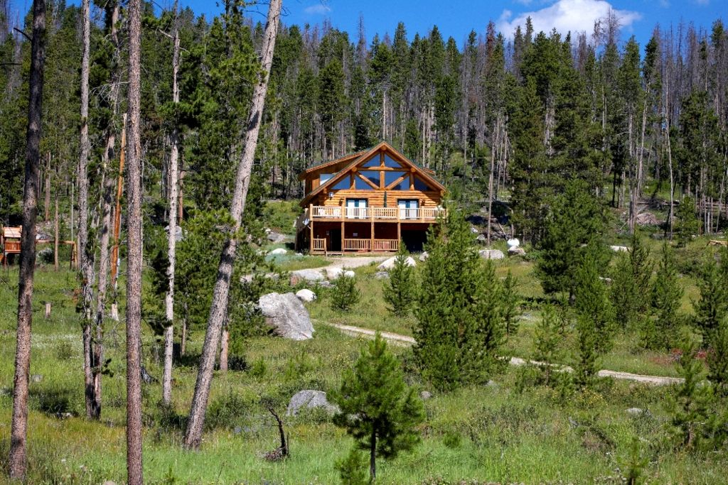 Secluded log cabin w lake mtn views 7 vrbo for Secluded mountain homes for sale