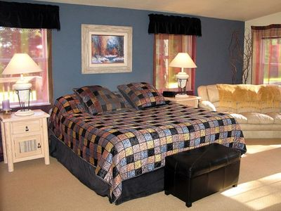 Large Master Suite with King Bed, Flatscreen/DVD, Sofa, Private Entrance & Patio
