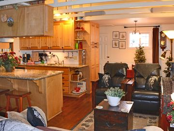 Peter Pan cabin rental - View of living room from entrance