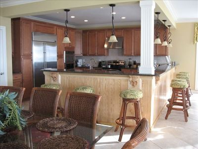 Gourmet kitchen with granite countertops, Wolfgang Puck cookware & eat in bar