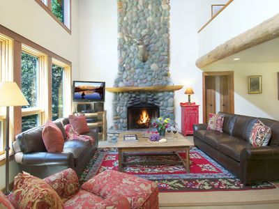 Great Room w Vaulted Ceilings, River Rock Fireplace, HD TV &, Leather Couches